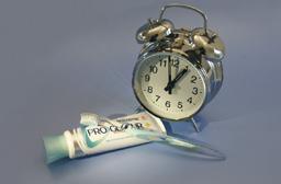 wekker met tandenborstel
